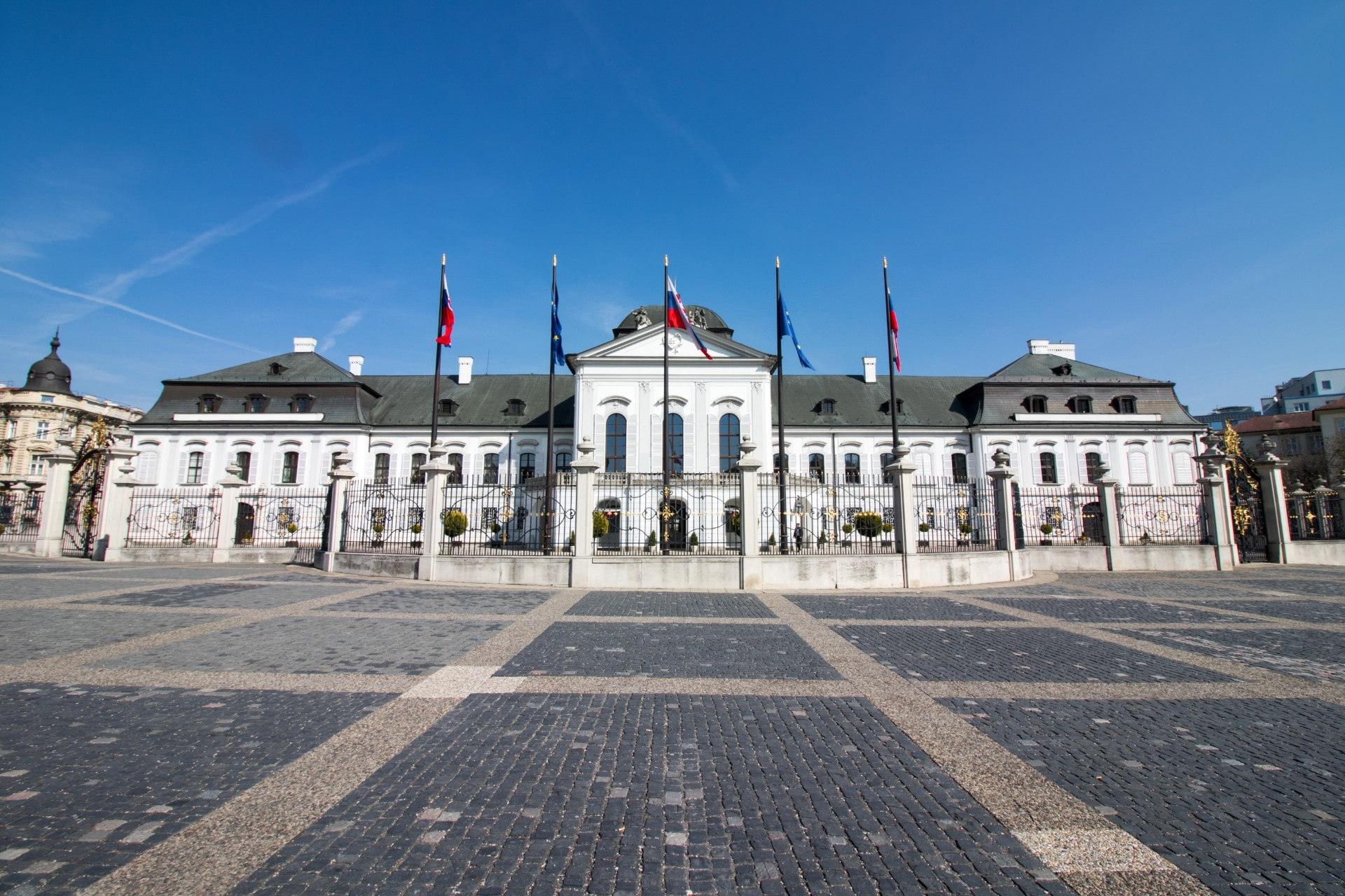 a-european-palace-on-a-sunny-summers-day-grassalkovich-palace-bratislava