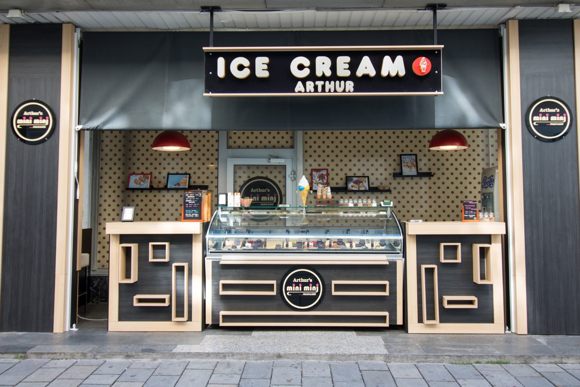 arthurs-ice-cream-shop-little-ice-cream-kiosk