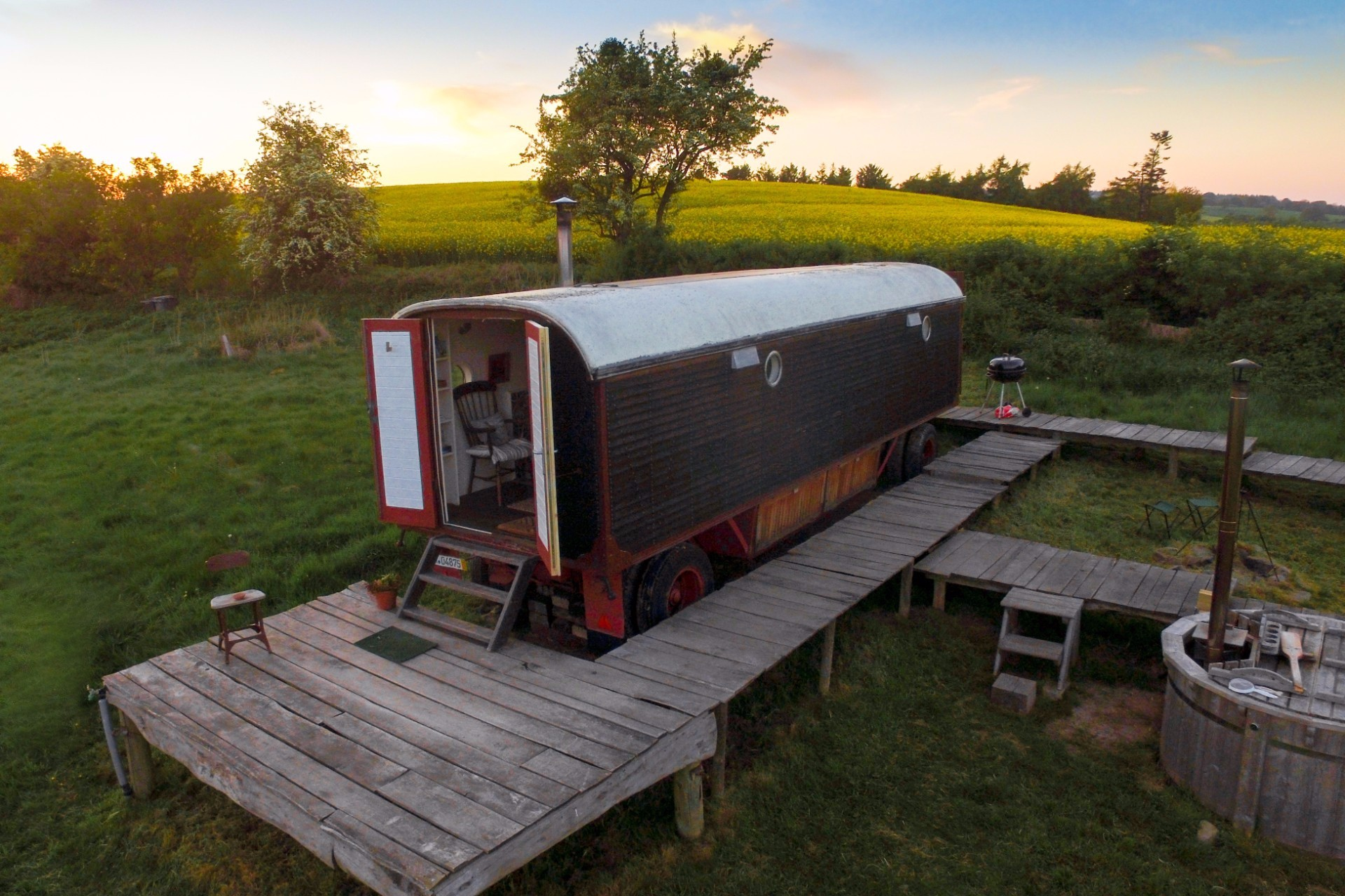 Herefordshire Hideaways: Winding Down in the Stargazor's Wagon. Find out more about my recent staycation and glamping trip to Herefordshire, England, UK. We stayed in a quirky and rustic converted wagon which came with an outdoor wood-fired hot tub! Click through to read more...