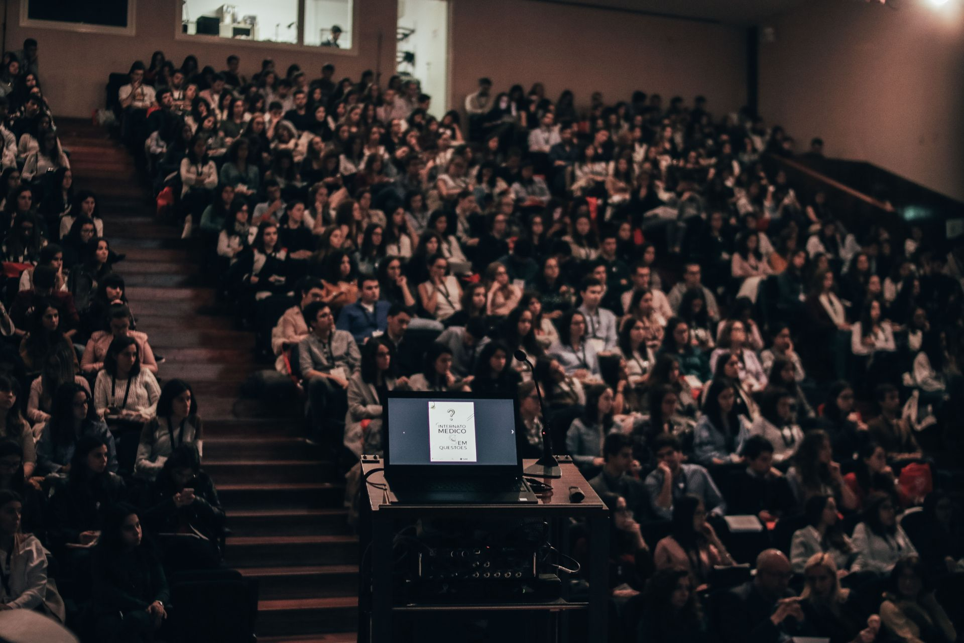 Students watching a lecture in a university auditorium. 9 Things I Wish I Knew When I Started University