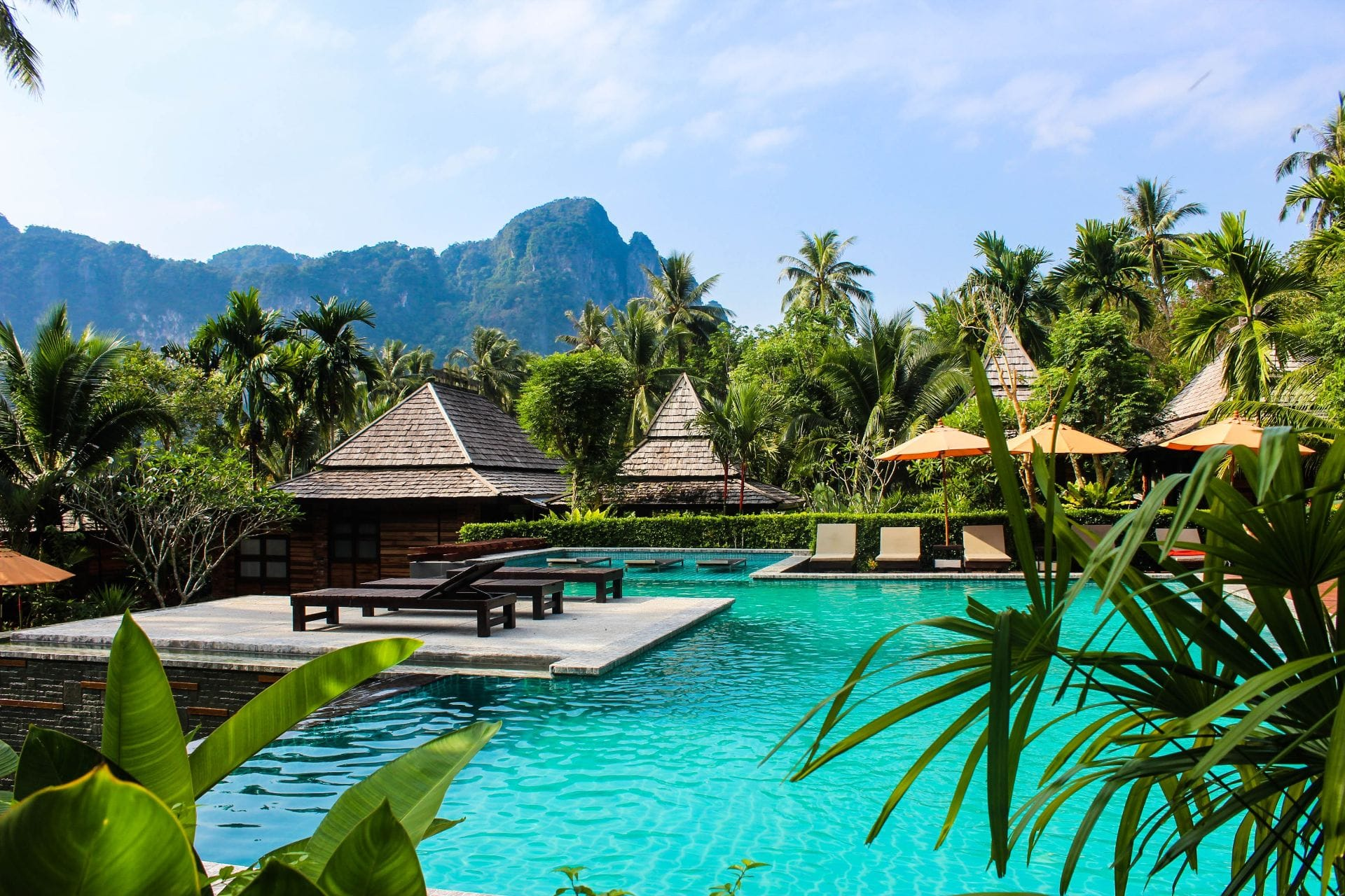 beautiful-exotic-hotel-and-resort-with-pool-palm-trees-and-mountains-in-hot-country-sustainable-travel-tips