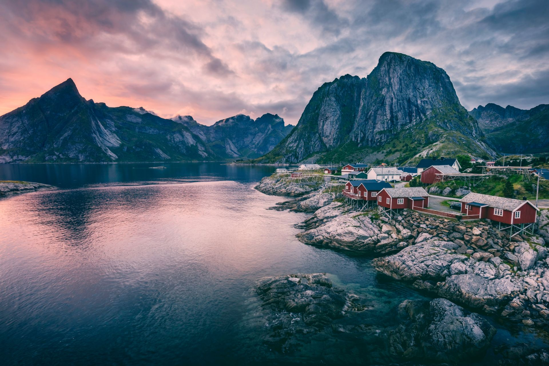 secluded-isolated-town-in-norway-by-a-beautiful-lake-and-mountains-sustainable-travel-tips