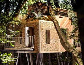 beautiful-luxury-treehouse-set-in-forest-with-a-rope-bridge-the-woodsmans-treehouse-crafty-camping-holditch-dorset-treehouse-holidays-uk-with-hot-tub