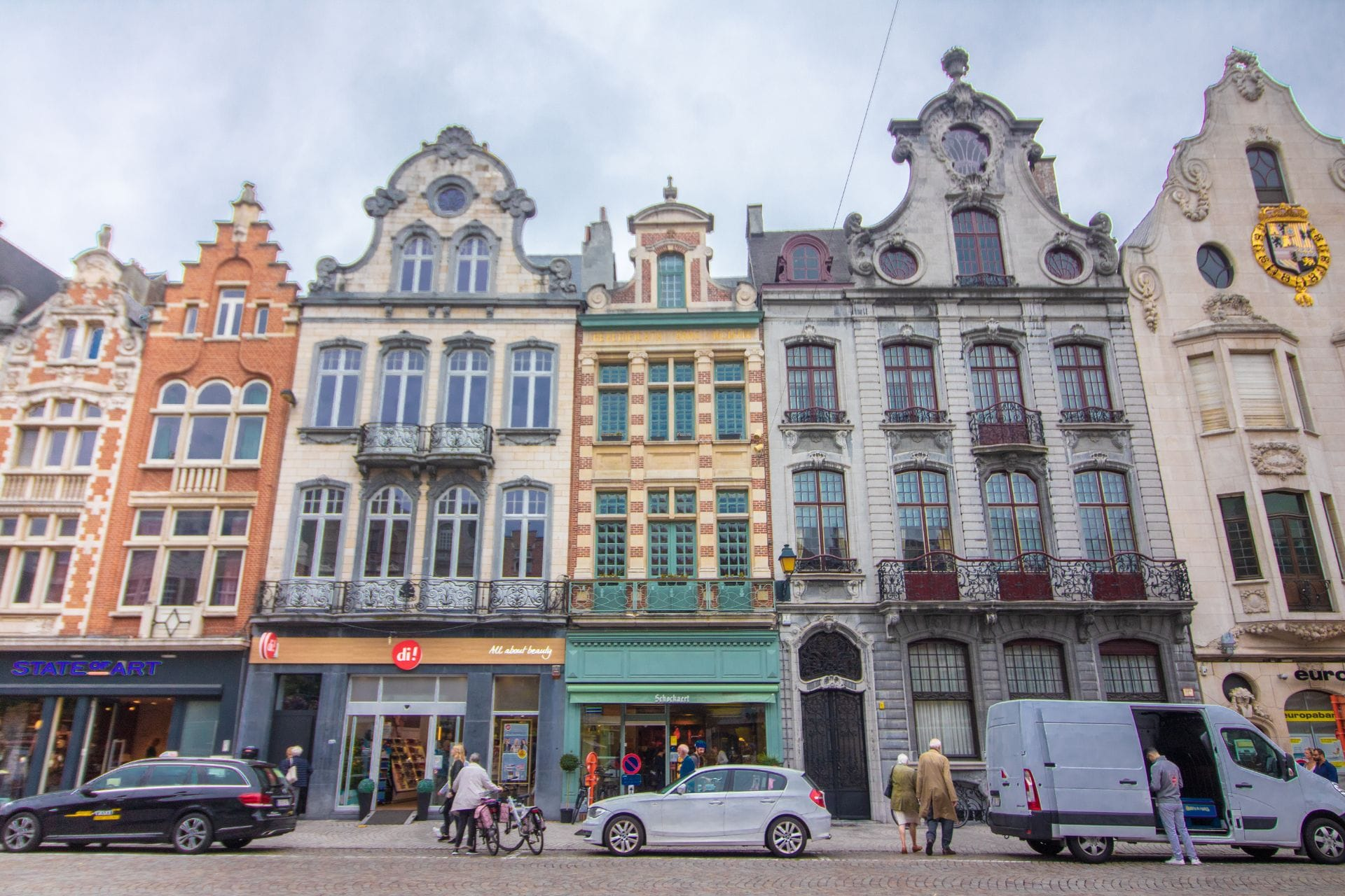 colourful-buildings-lining-a-european-street-ijzerenleen-mechelen-belgium