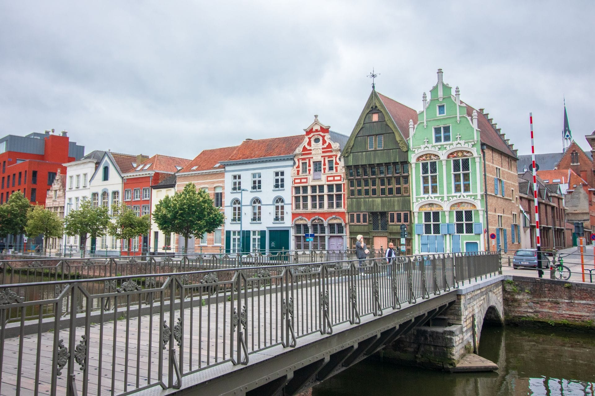 colourful-pretty-buildings-by-river-and-bridge-in-european-city-mechelen-instagram-photography-spots-haverwerf-things-to-do-in-mechelen-belgium