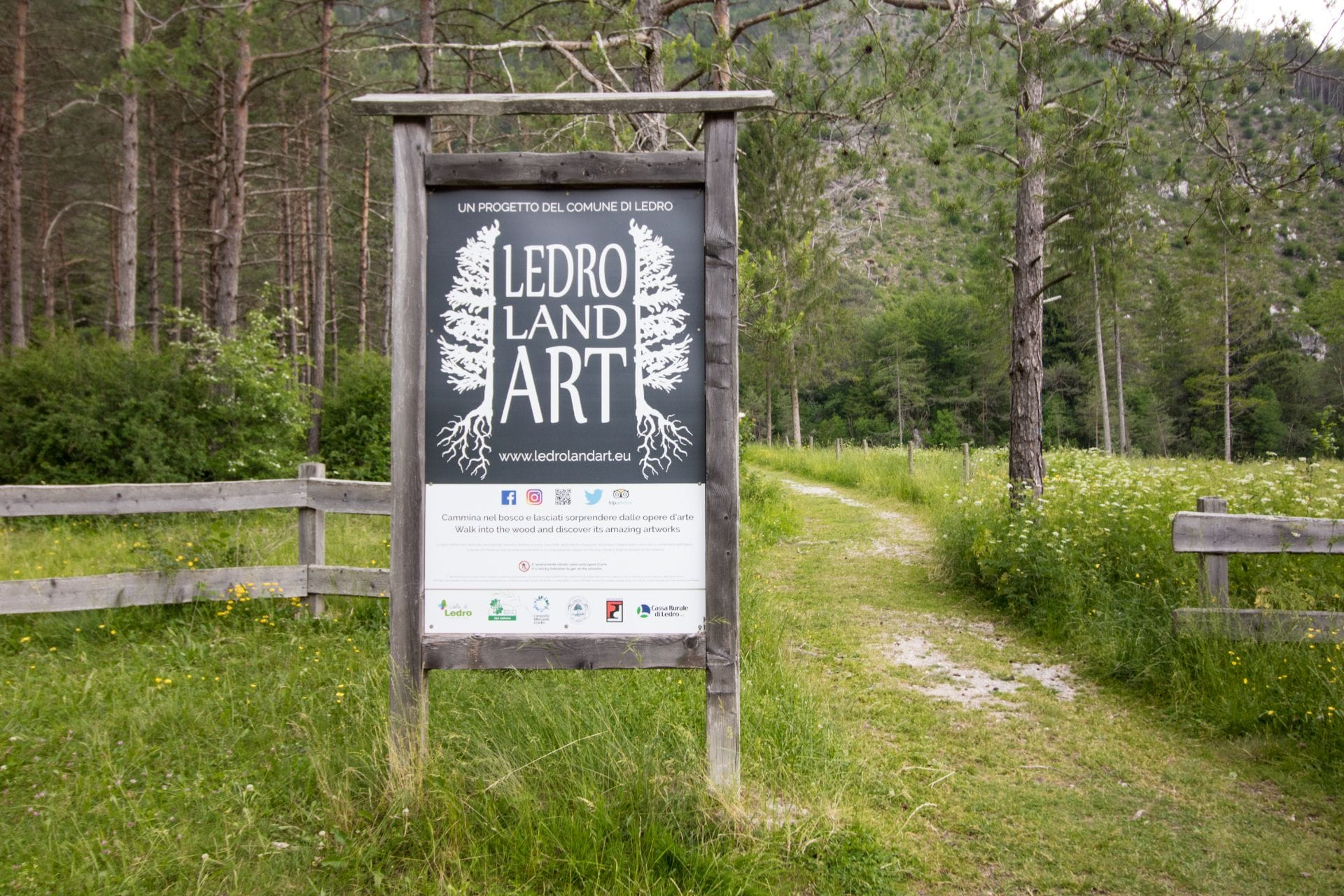 sign-for-ledro-land-art-in-the-woods