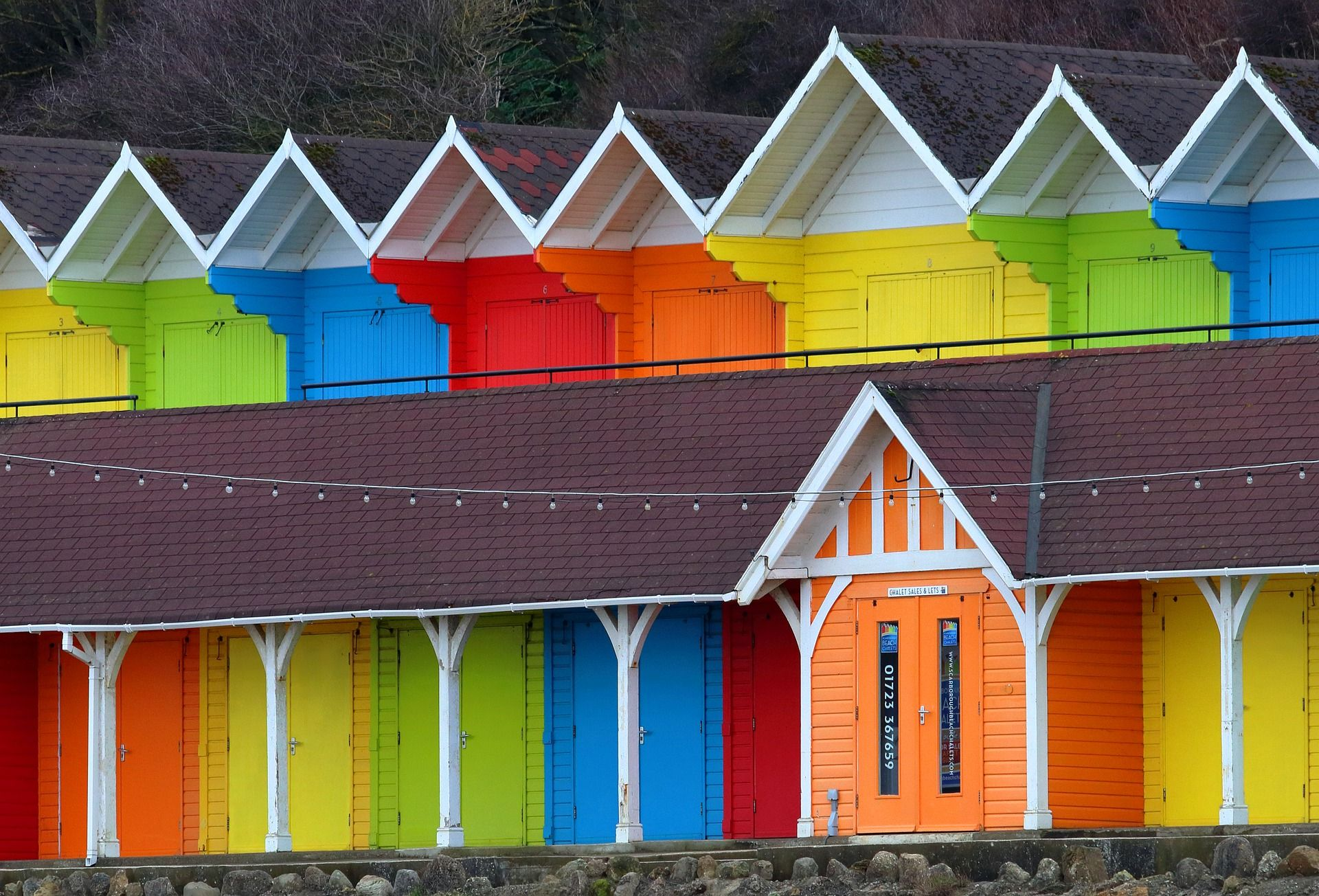 colourful-rainbow-beach-huts-in-british-seaside-resort-scarborough-england-uk