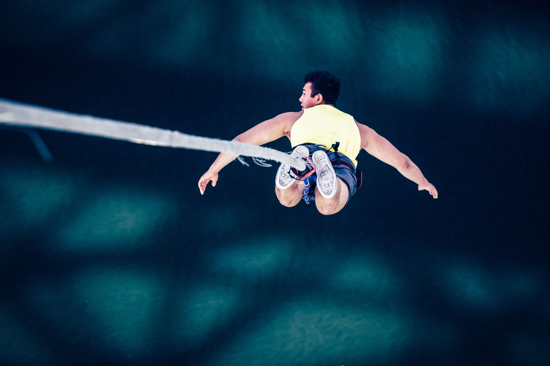 guy-jumping-over-water-bungee-jumping-uk