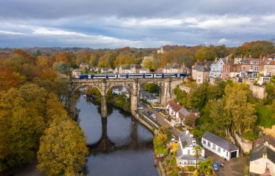 viaduct-running-through-cute-historic-town-over-the-river-on-an-autumn-day-knaresborough-england-uk-day-trips-from-leeds