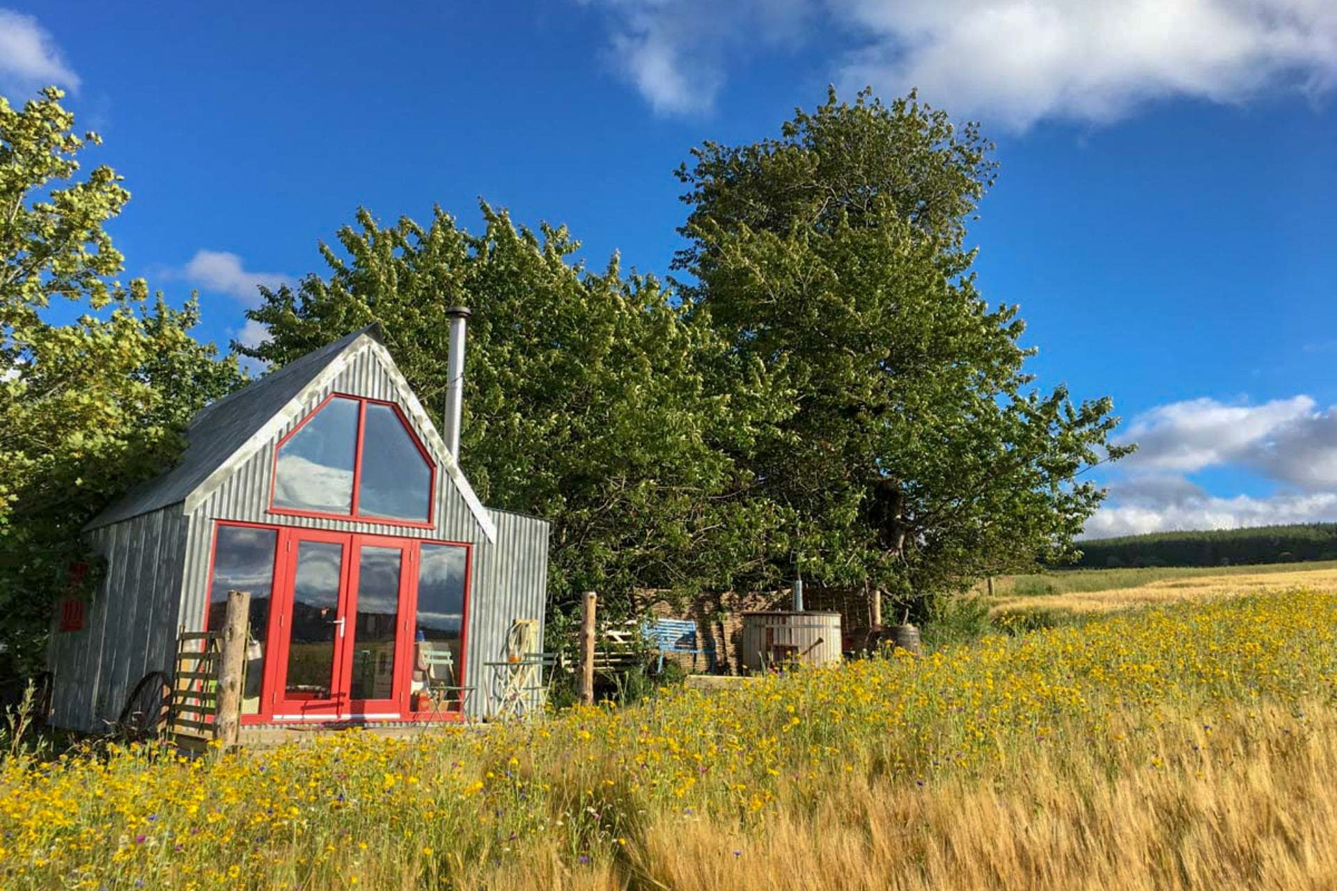 the-sheep-shed-bothy-hut-in-field-in-aberdeenshire-glamping-with-hot-tub-in-scotland