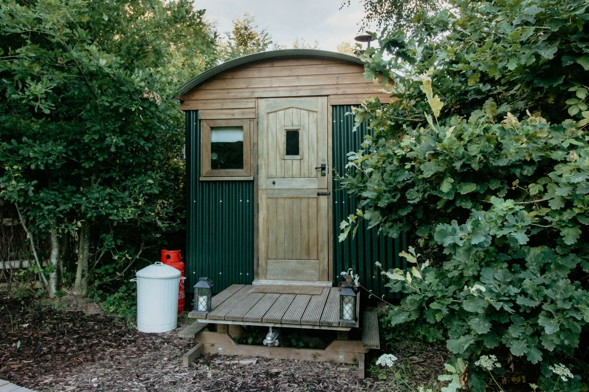 prothero-shepherds-hut-in-woodland-the-moon-and-i-glamping-with-hot-tub-herefordshire