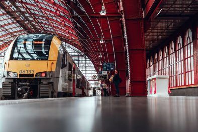 train-at-platform-in-europe-interrailing-tips