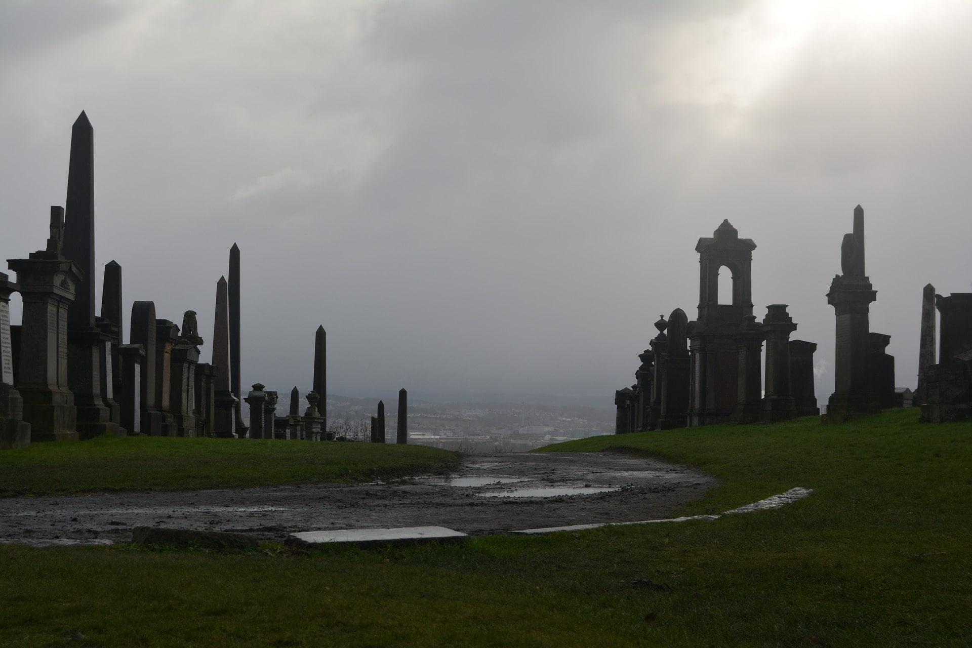 a-creepy-graveyard-on-a-dreary-winters-day-glasgow-necropolis