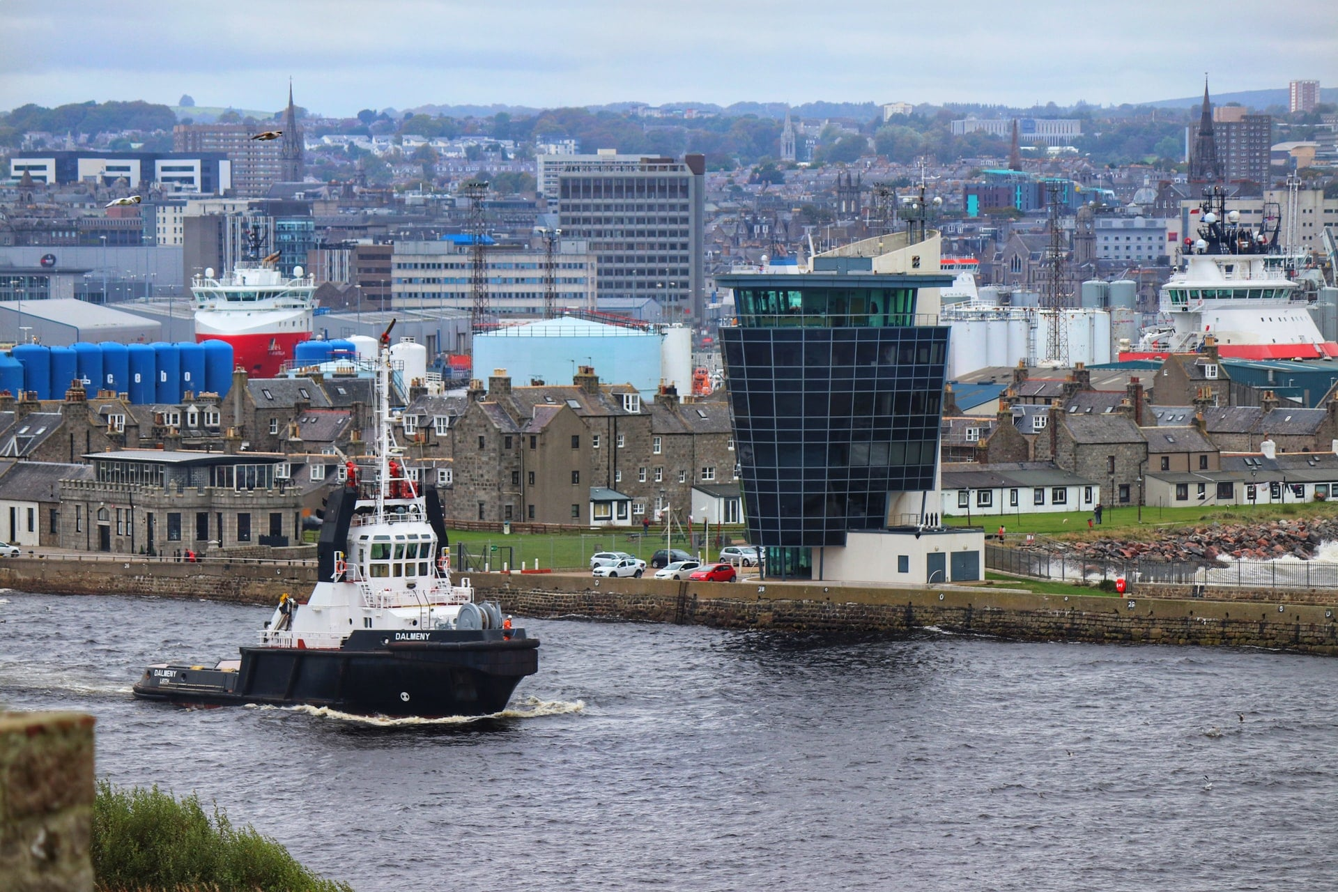 boat-going-down-aberdeen-harbour-river-by-city