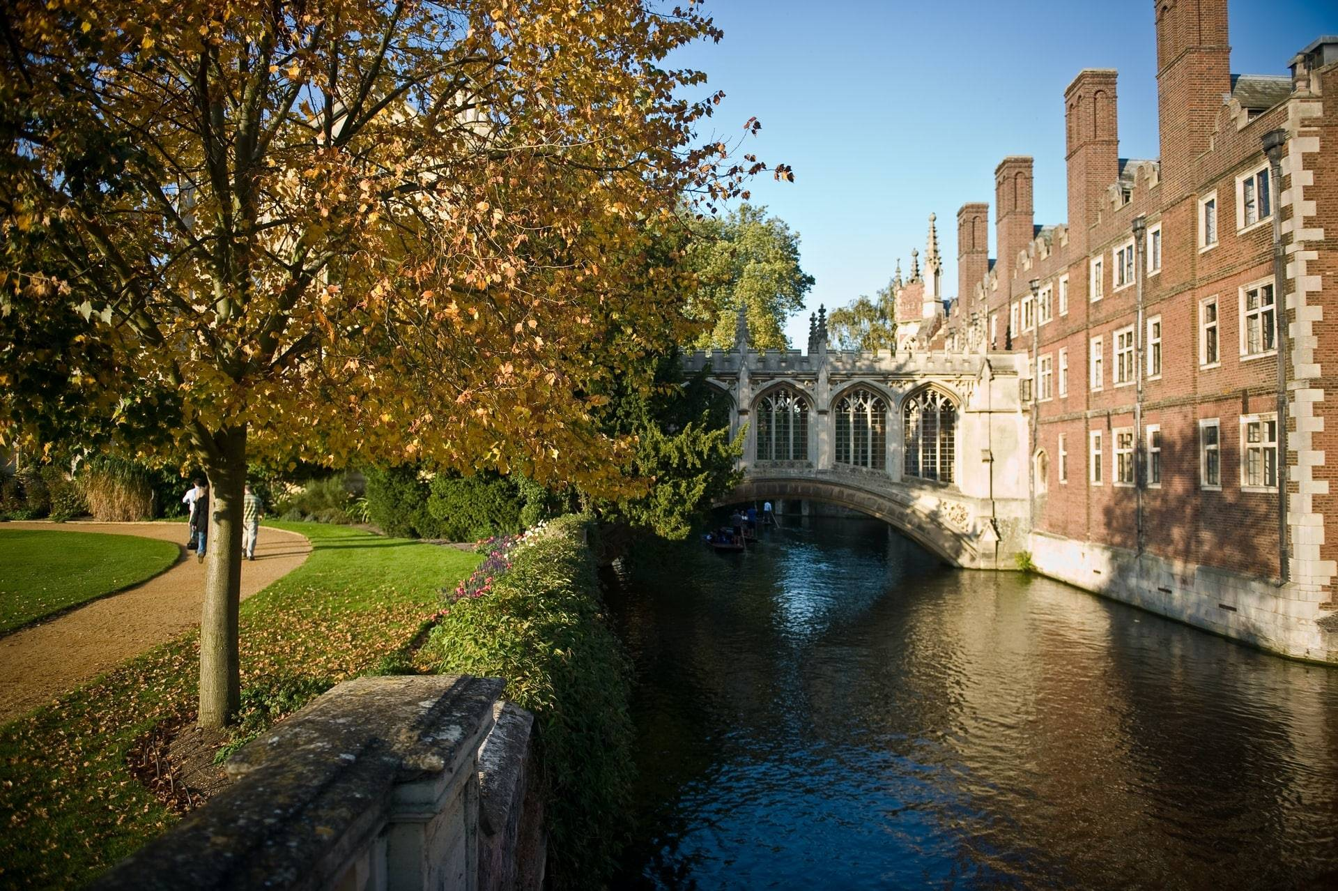 bridge-of-sighs-in-cambridge-going-over-river-cam-day-trips-from-peterborough