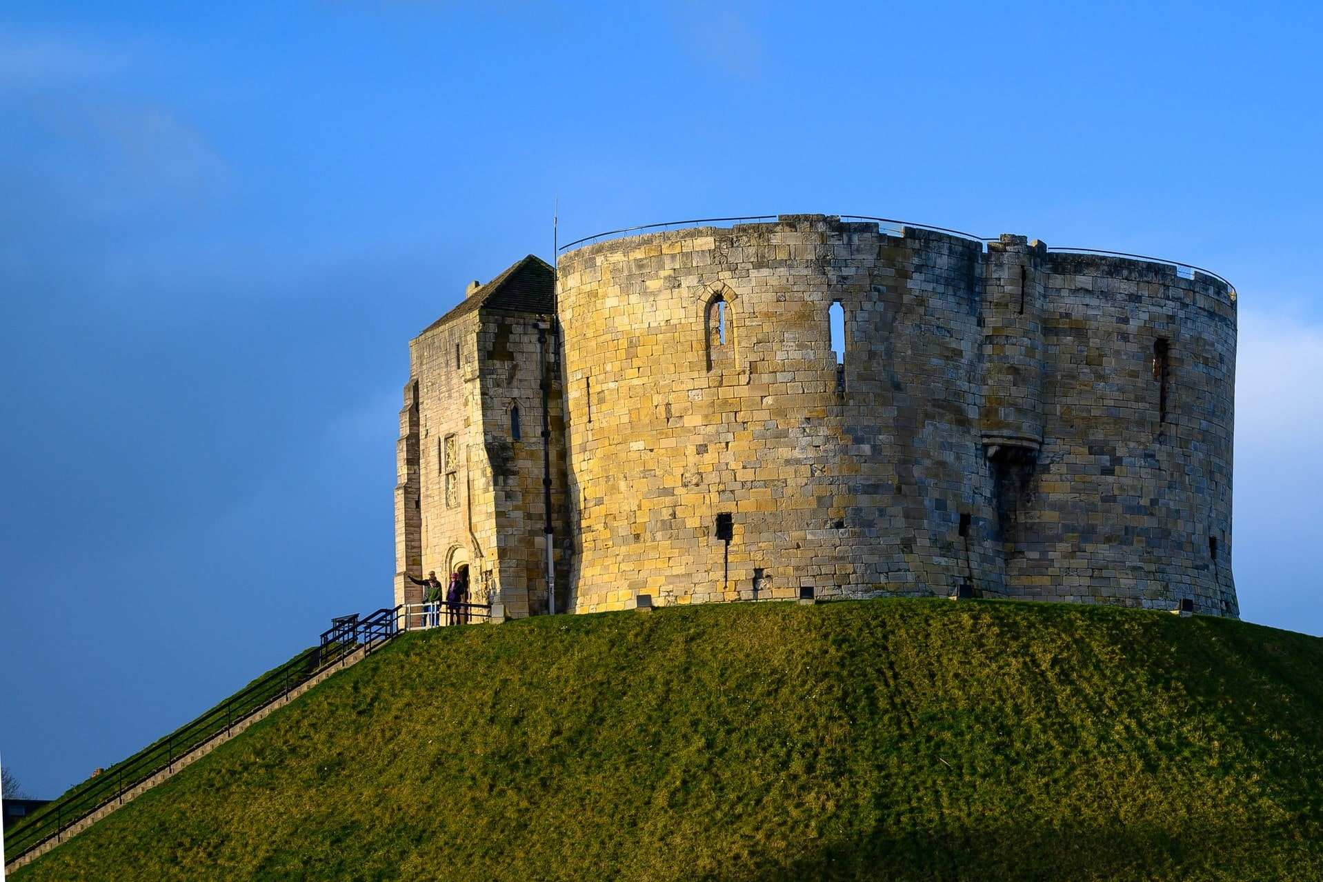 cliffords-tower-on-top-of-hill-at-sunset