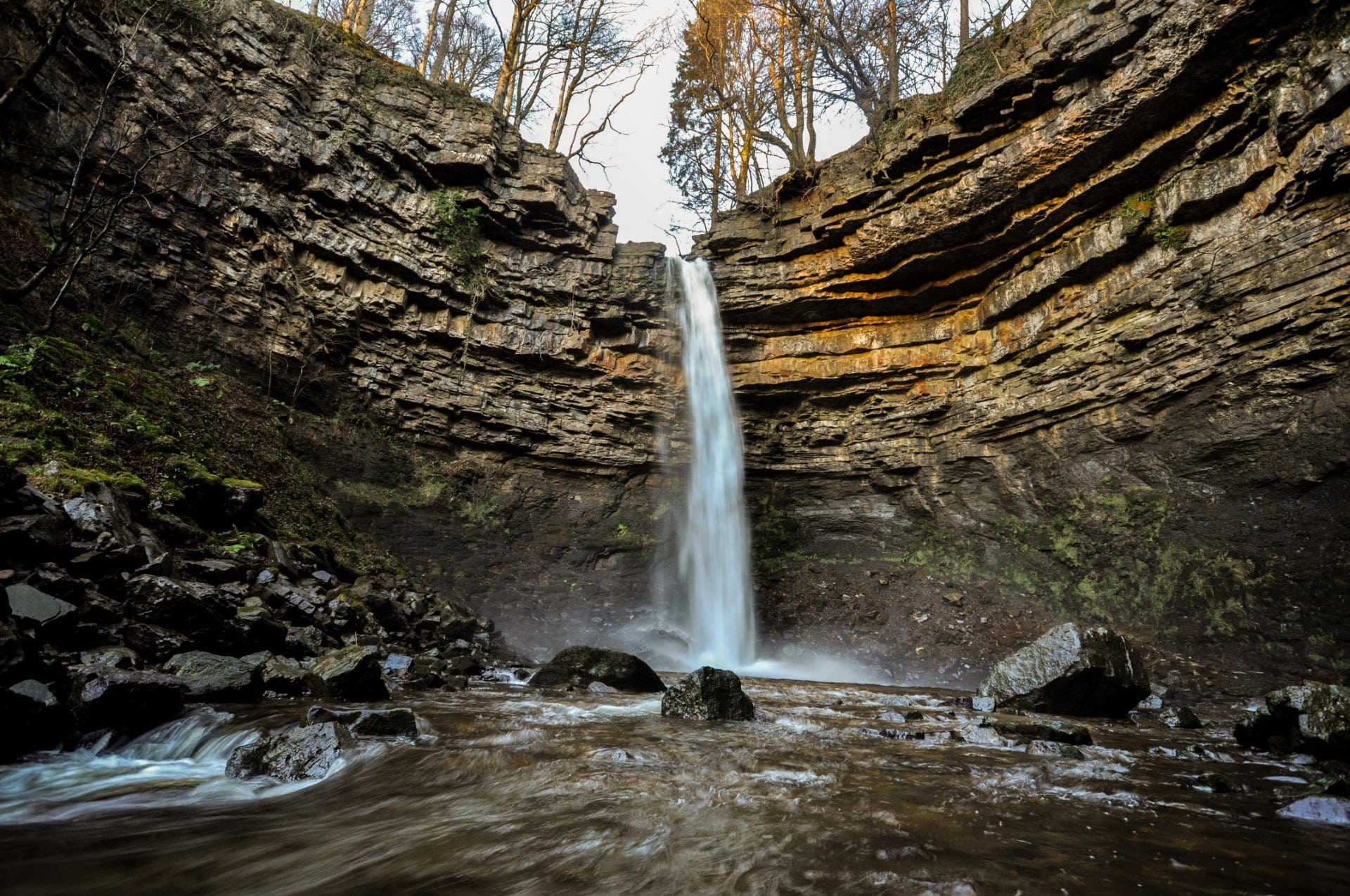 hardraw-force-waterfall-going-into-water