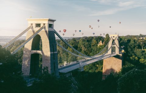 hot-air-balloons-flying-over-bristol-suspension-bridge-for-bristol-international-balloon-fiesta-best-uk-city-breaks-for-couples