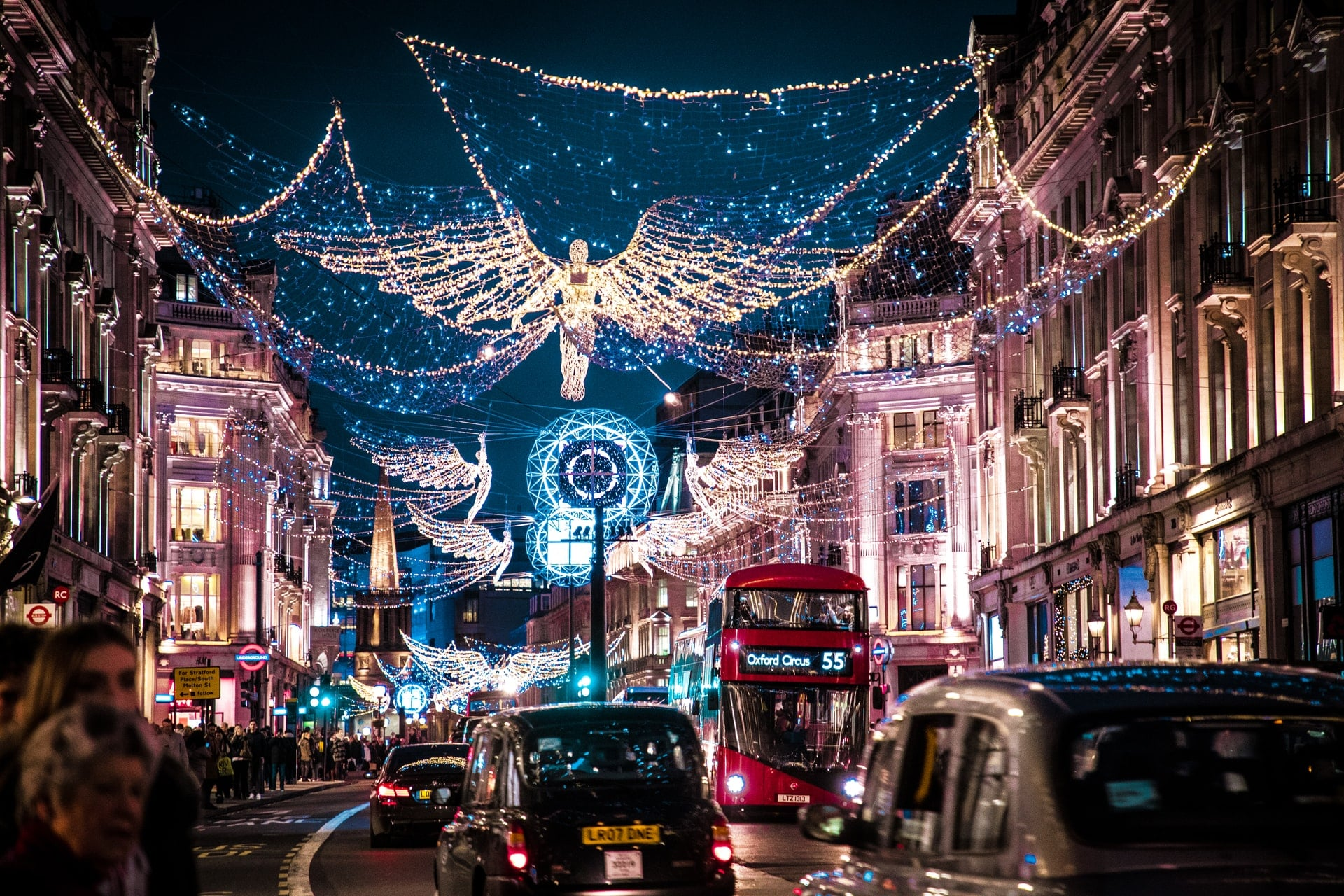 oxford-street-oxford-circus-christmas-lights-on-busy-london-street-things-to-do-in-london-at-christmas