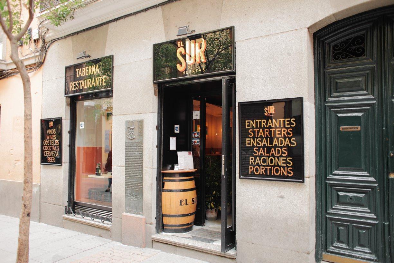 restaurant-front-of-el-sur-de-heurtas-tarbena-in-spain