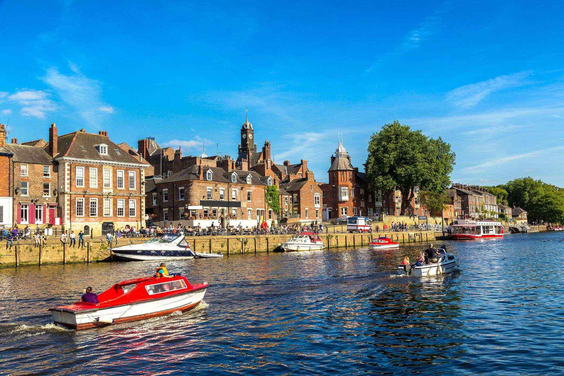 york-city-cruises-boats-going-along-the-river-ouse