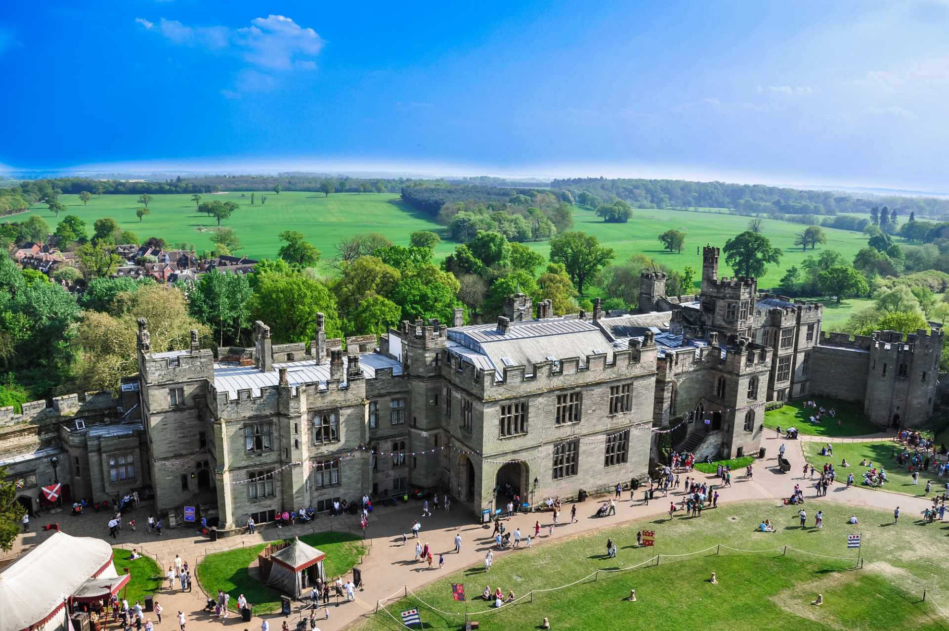 aerial-photo-of-warwick-castle-and-surrounding-countryside