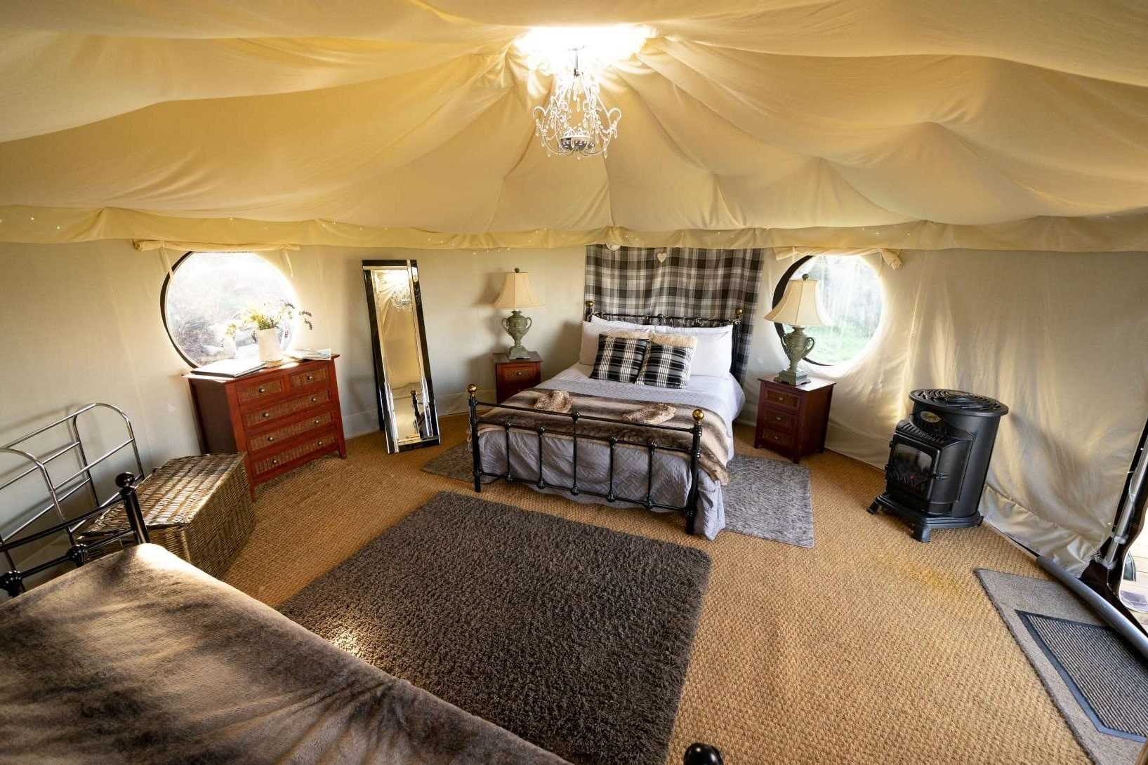 bed-and-living-area-in-snowdonia-farm-holiday-nomadic-yurts