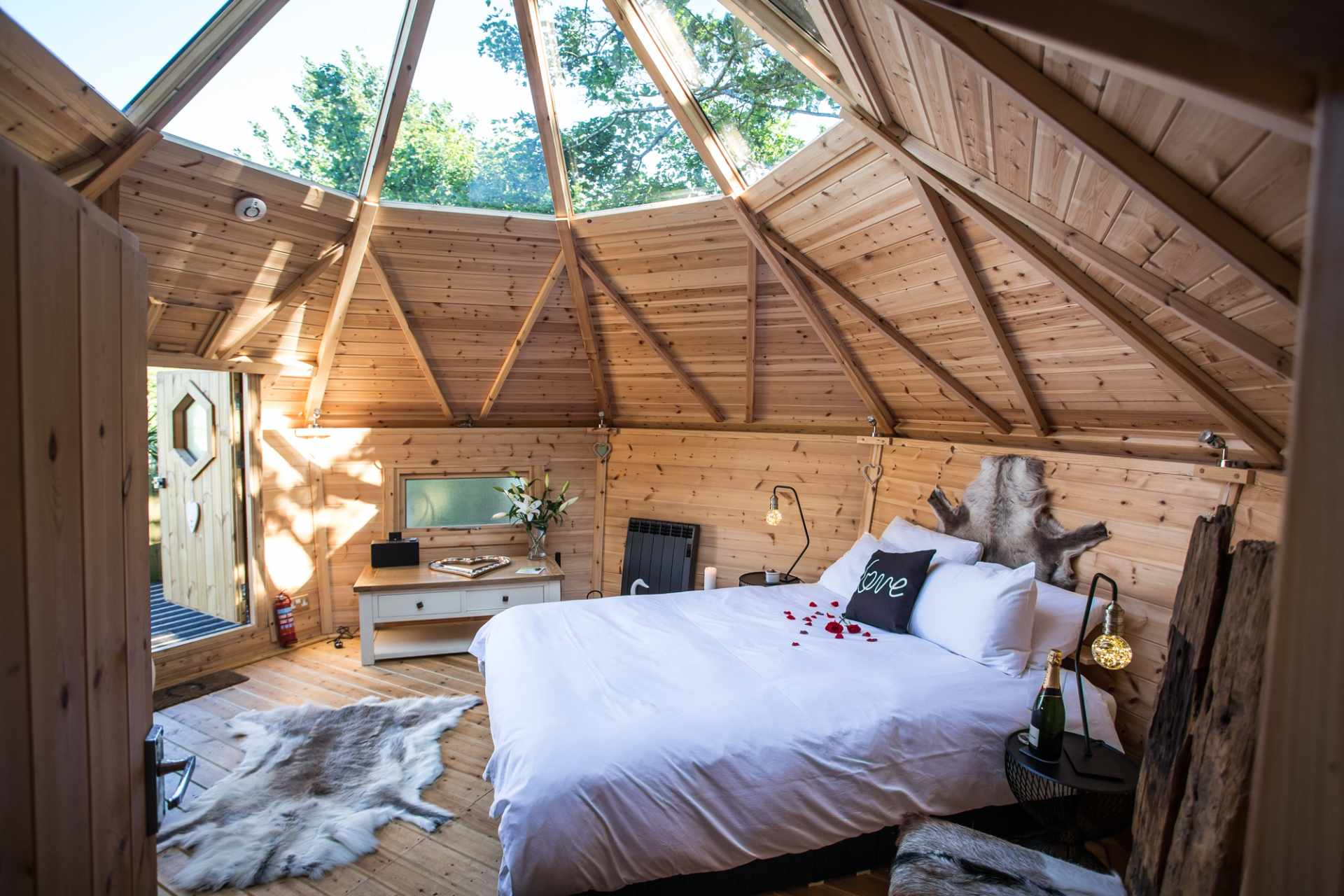 bedroom-with-skylight-in-romantic-treehouse-with-hot-tub-in-barripper