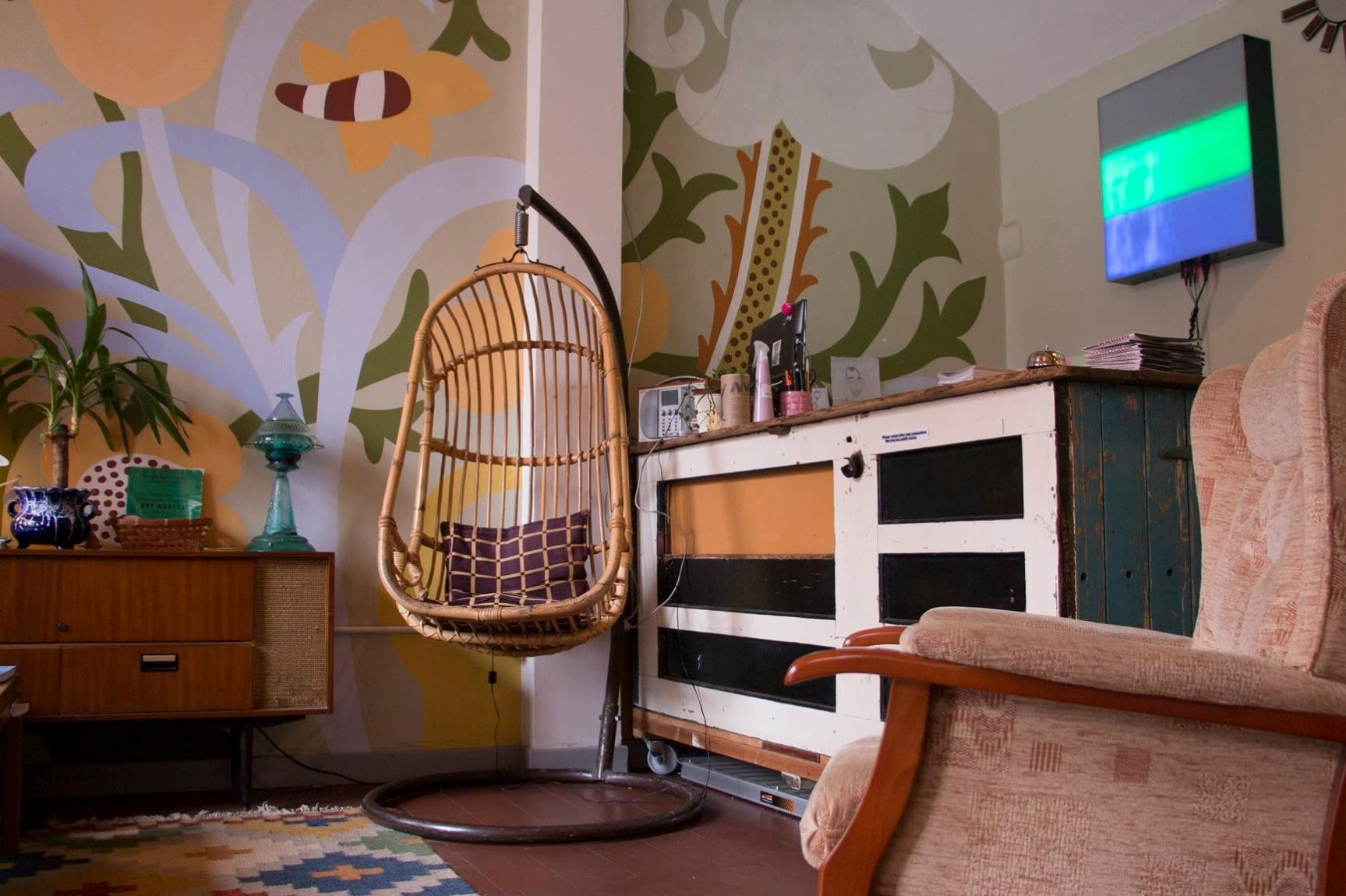 check-in-area-at-art-hostel-leeds