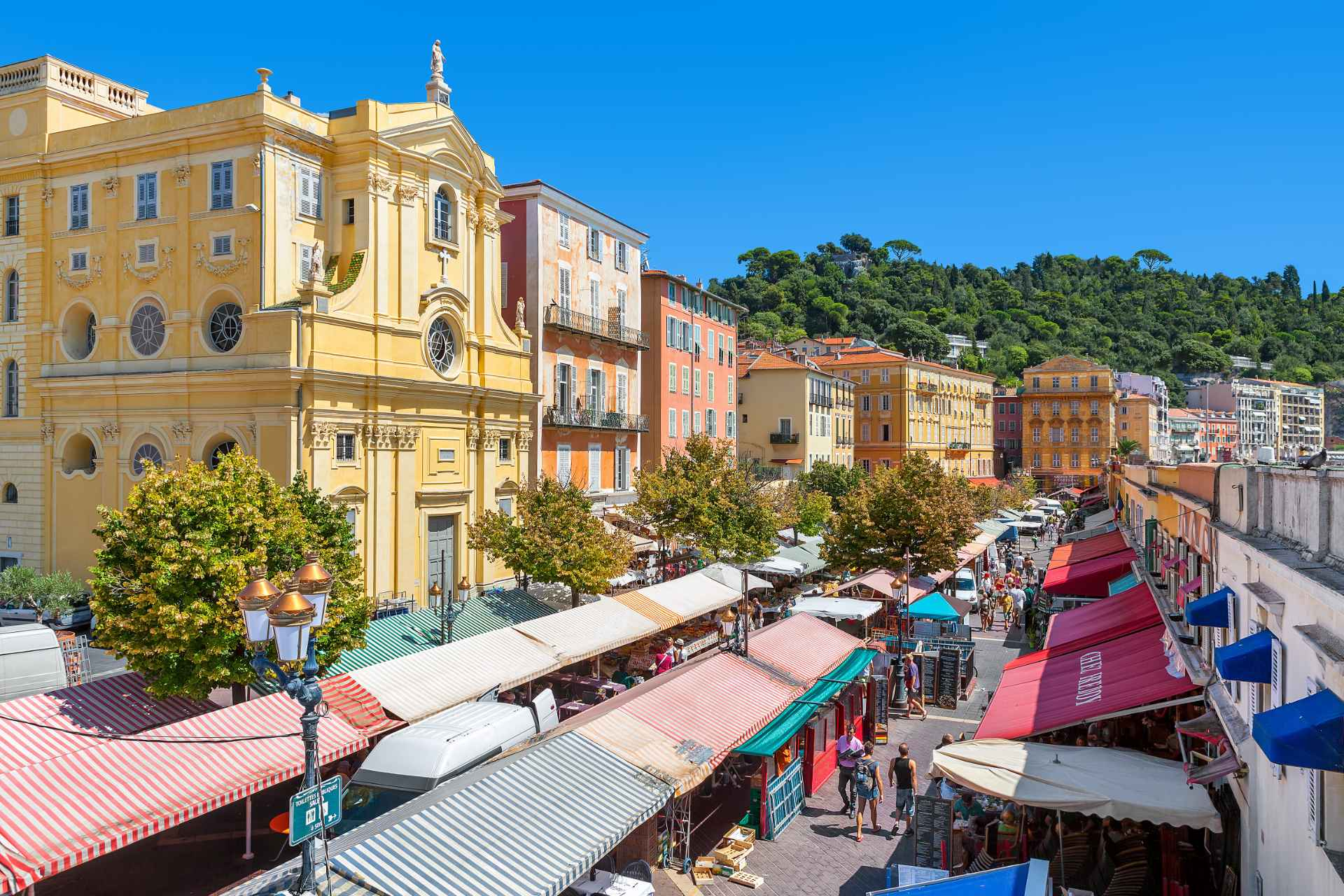 colourful-buildings-and-flower-market-in-european-city-in-summer-marché-aux-fleurs-cours-saleya-free-things-to-do-in-nice