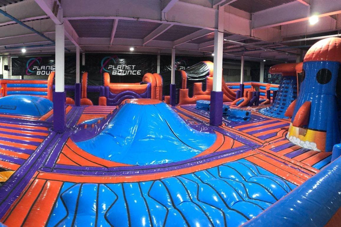 colourful-planet-bounce-indoor-trampoline-park-indoor-activities-nottingham