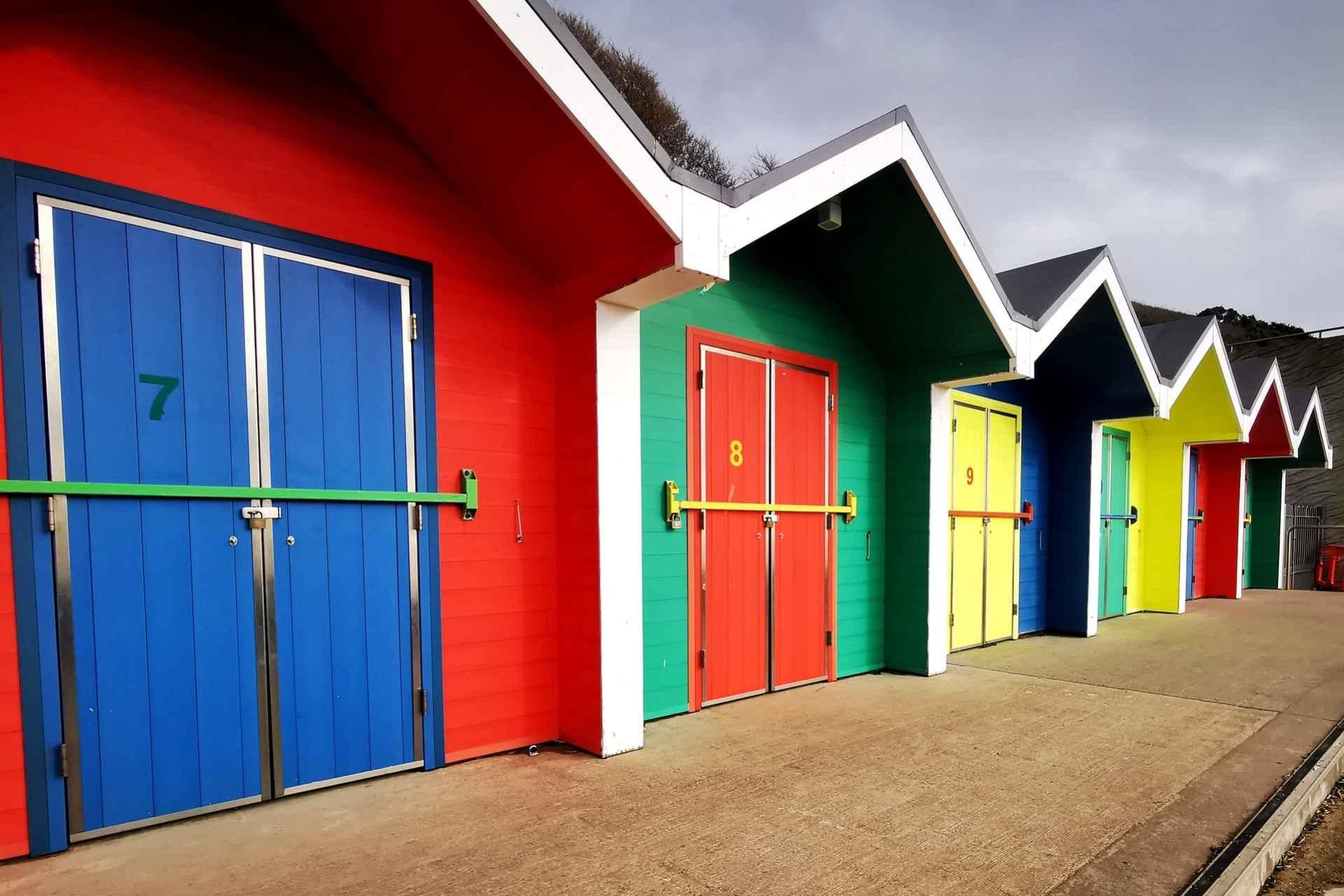 colourful-seaside-beach-huts-on-barry-island