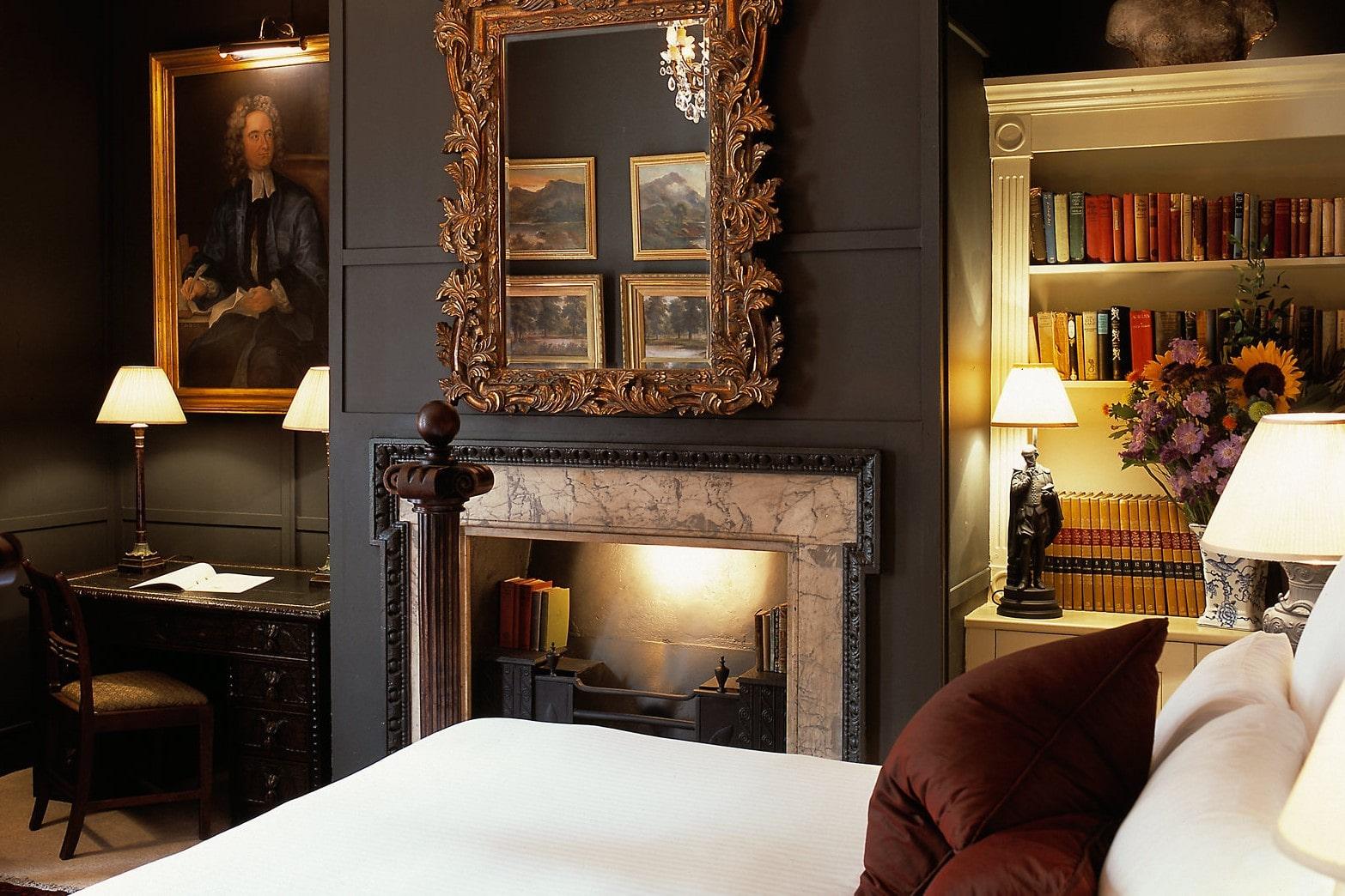 deluxe-jonathan-swift-bedroom-at-hazlitt