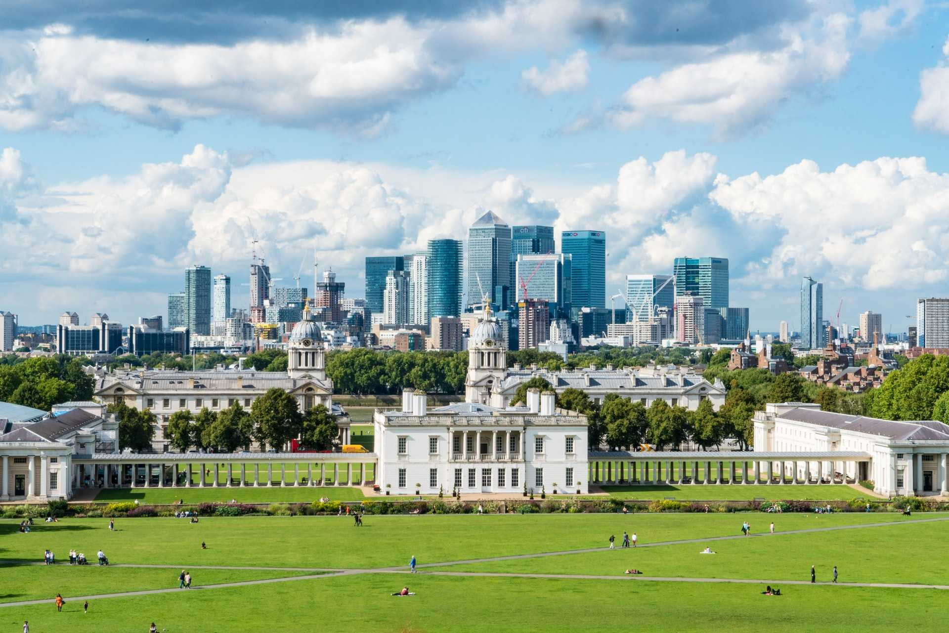 greenwich-park-overlooking-the-london-skyline-most-beautiful-parks-in-london