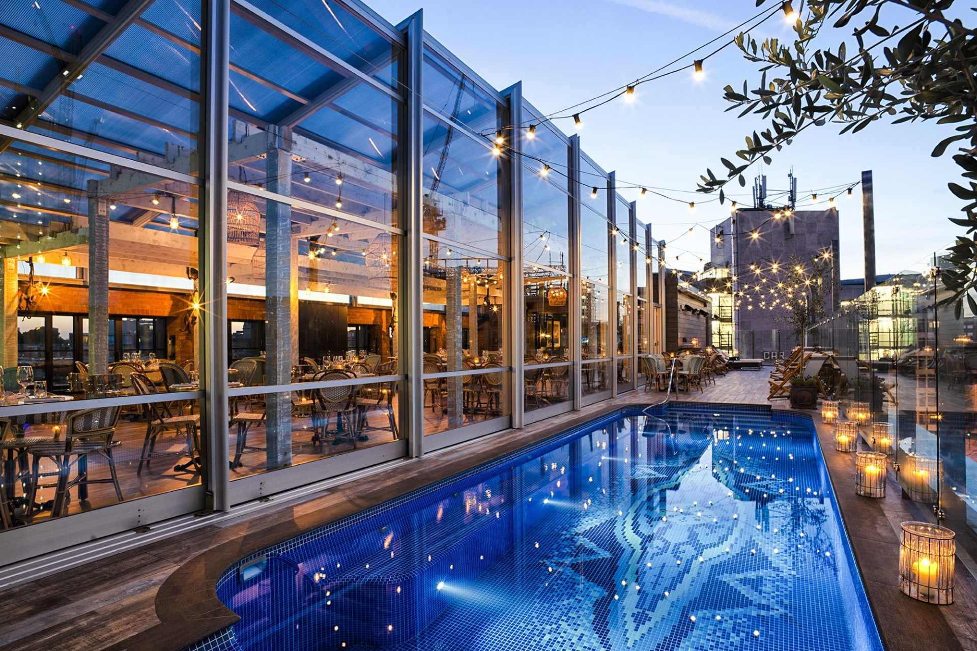mondrian-rooftop-pool-with-fairy-lights-shoreditch