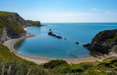 pebble-beach-by-blue-sea-at-lulworth-cove-free-things-to-do-in-dorset