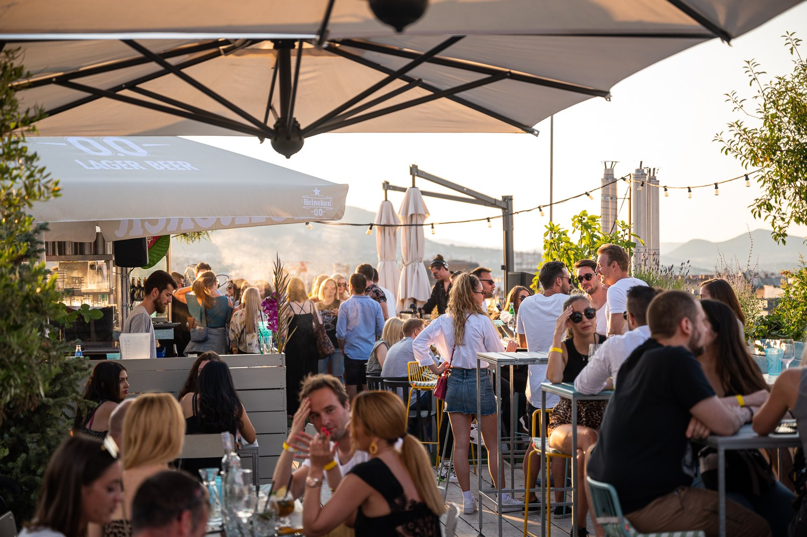 people-drinking-in-summer-on-rooftop-bar-360-bar-4-days-in-budapest-itinerary