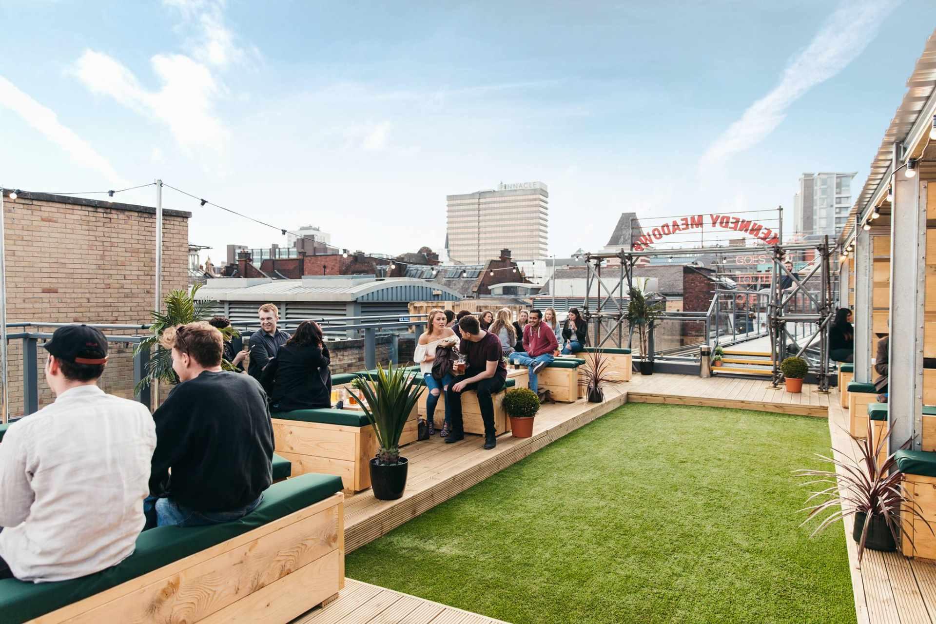 rooftop-bar-at-headrow-house-weekend-in-leeds