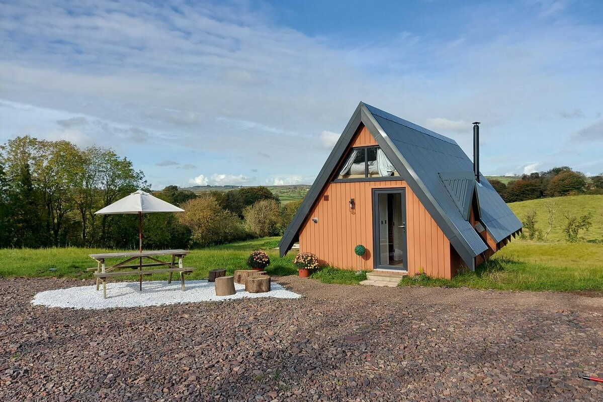 sorell-hill-side-tiny-house-cabin-in-green-field-mid-ulster