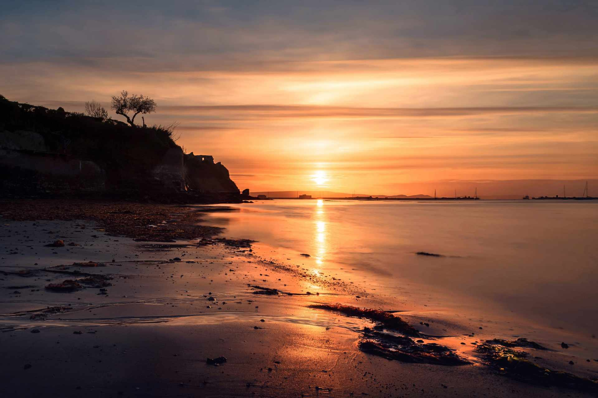 sunset-on-beach-castle-cove-weymouth-best-beaches-in-dorset