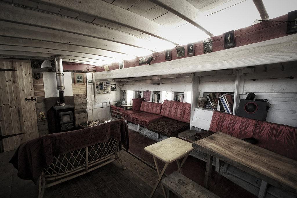 the-boy-john-glamping-boat-at-night-at-smugglers-cove