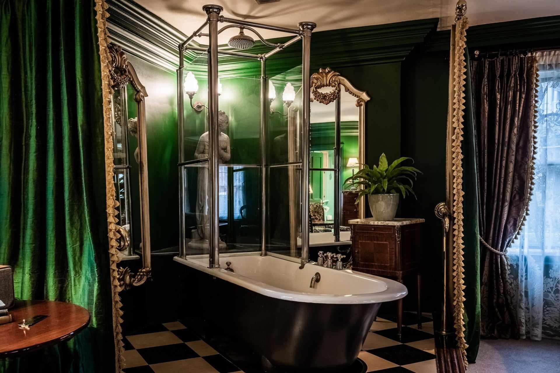 the-rookery-clerkenwell-bathtub-in-bathroom