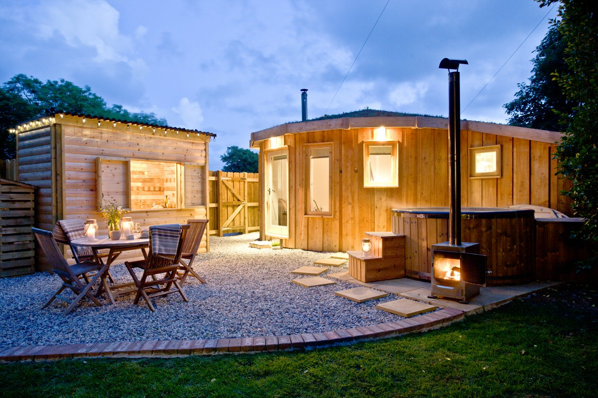 the-roundhouse-with-outdoor-furniture-and-hot-tub-at-night-in-east-thorne-bude
