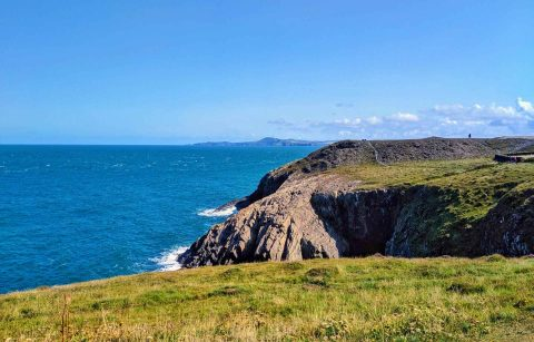 turquoise-bay-by-porthgain-on-pembrokeshire-coast-national-park-days-out-in-south-wales