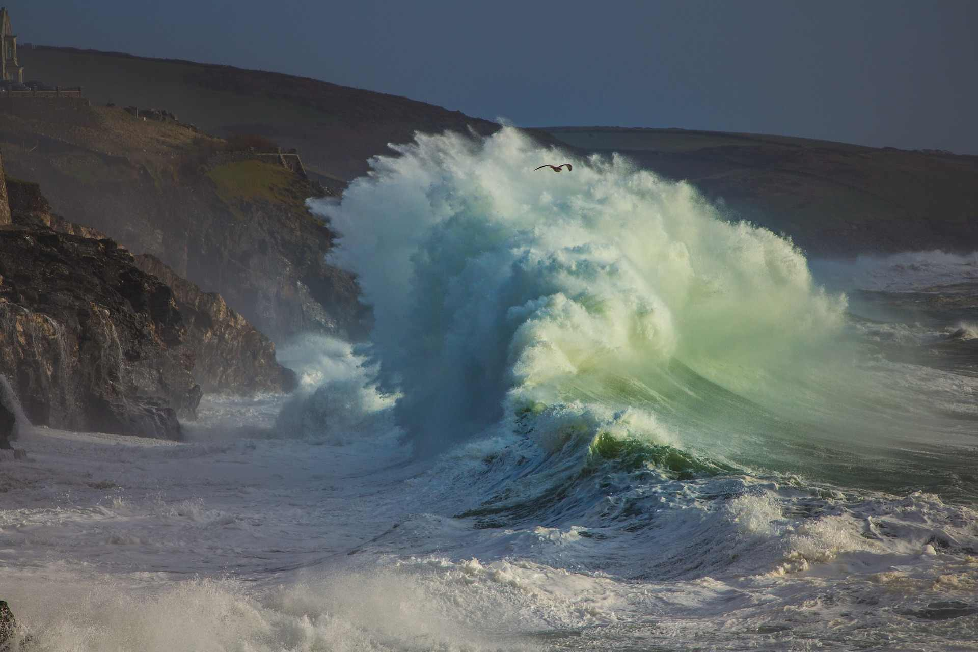 wave-in-sea-during-storm-in-porthleven