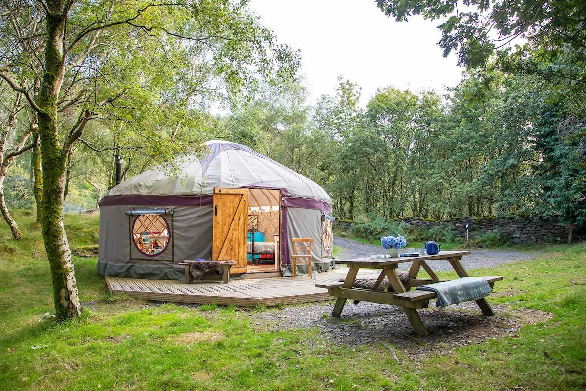 yurt-with-decking-picnic-table-in-bench-at-graig-wen