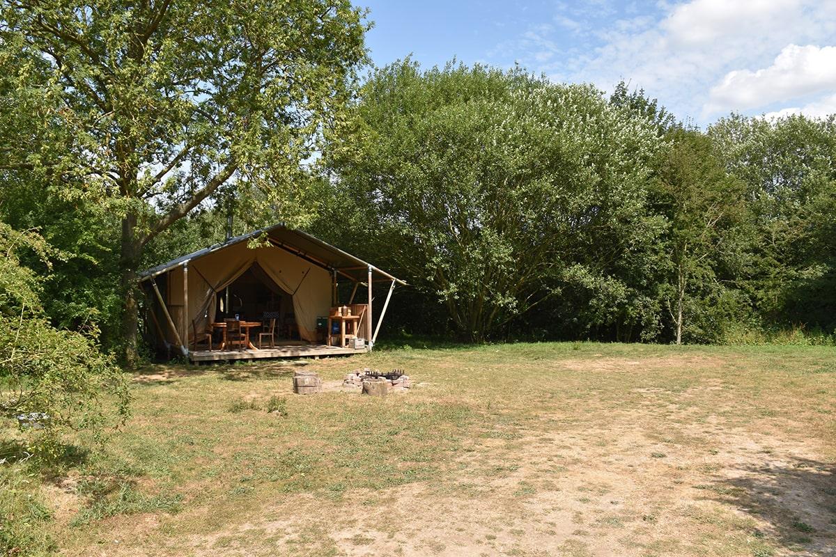 brickmakers-retreat-safari-tent-in-field-on-sunny-day