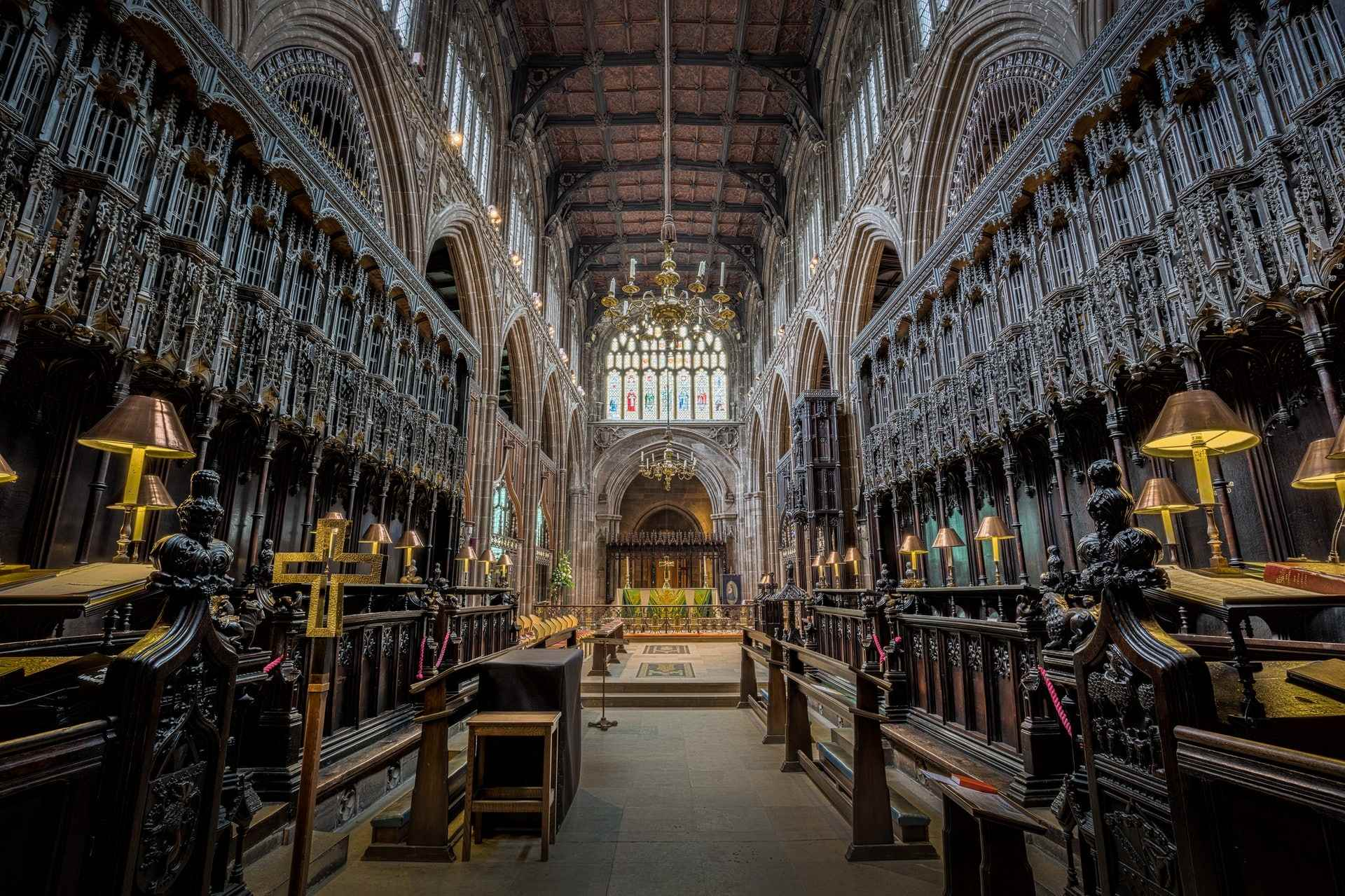 choir-area-of-manchester-cathedral-indoor-activities-manchester