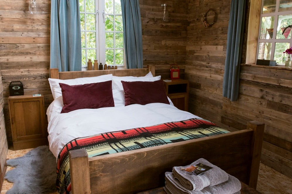 cosy-double-bed-in-albion-nights-wooden-cabin