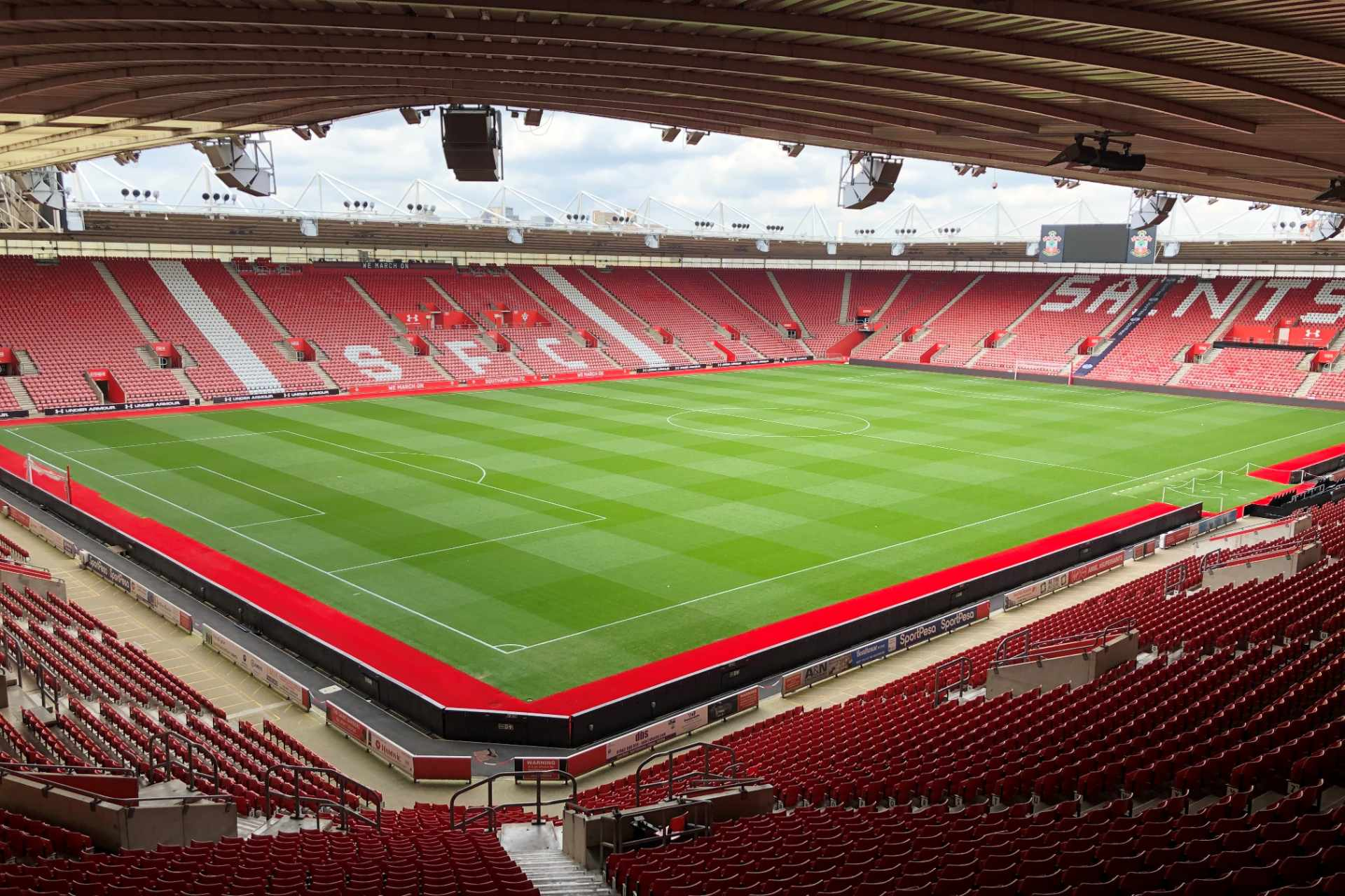 empty-st-marys-stadium-southampton-fc-with-green-football-pitch-and-red-seats